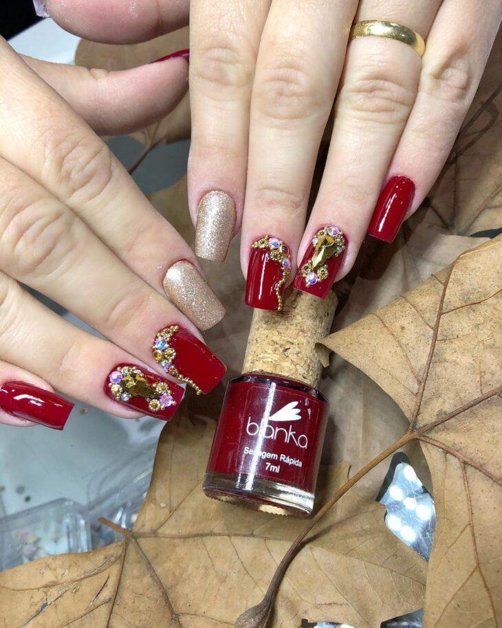 unhas vermelhas com glitter 27