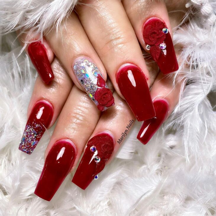 unhas vermelhas com glitter 28