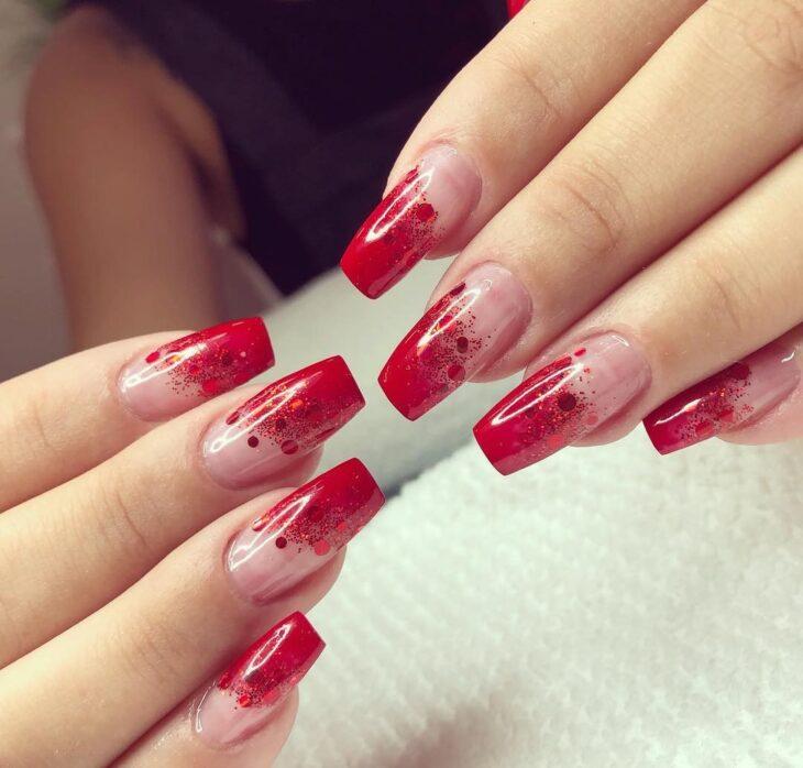 unhas vermelhas com glitter 30