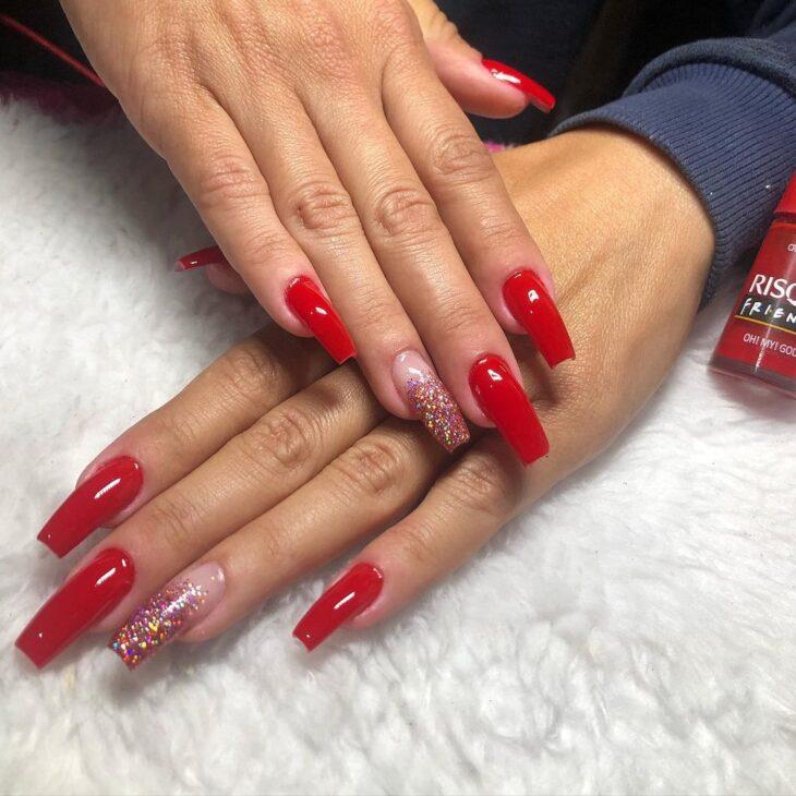 unhas vermelhas com glitter 33
