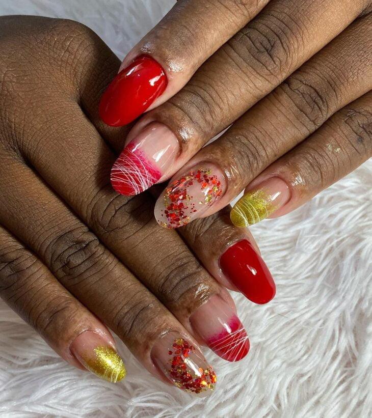 unhas vermelhas com glitter 35