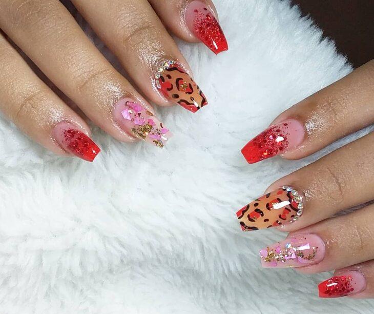 unhas vermelhas com glitter 41