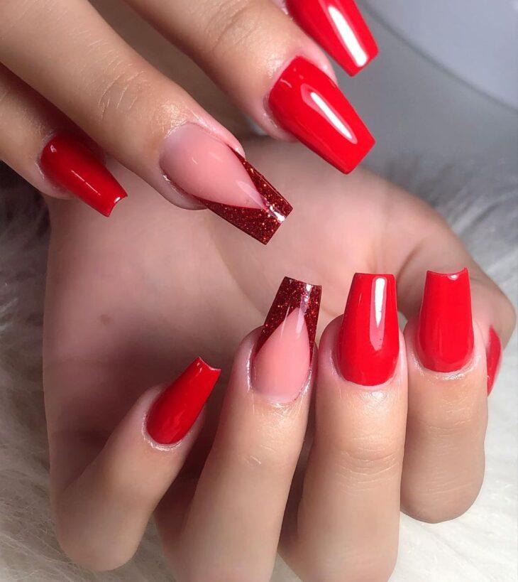 unhas vermelhas com glitter 42