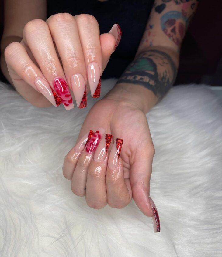unhas vermelhas com glitter 45