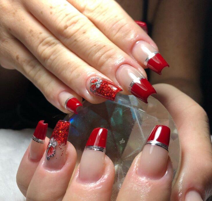 unhas vermelhas com glitter 46