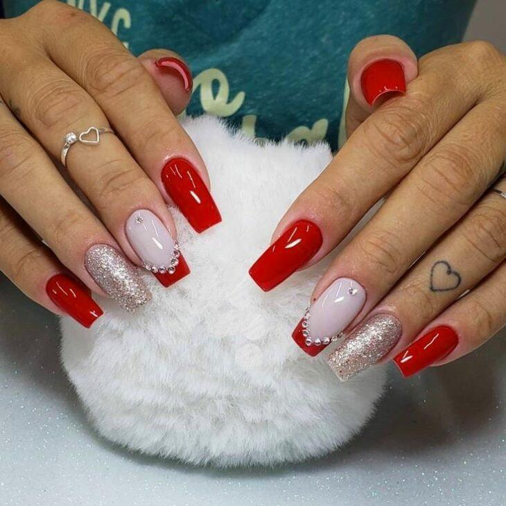 unhas vermelhas com glitter 52