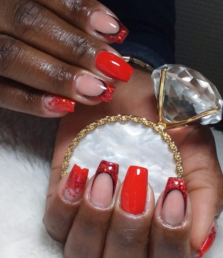 unhas vermelhas com glitter 54