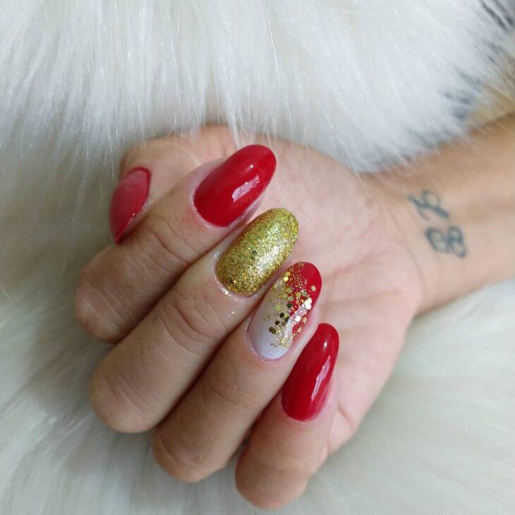 unhas vermelhas com glitter 55