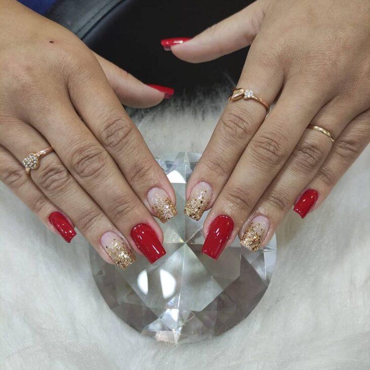 unhas vermelhas com glitter 57