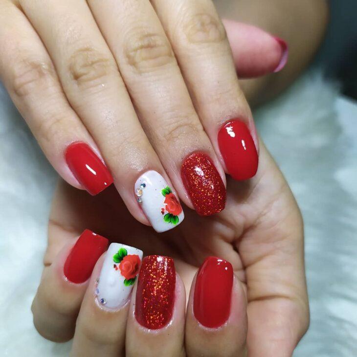 unhas vermelhas com glitter 61