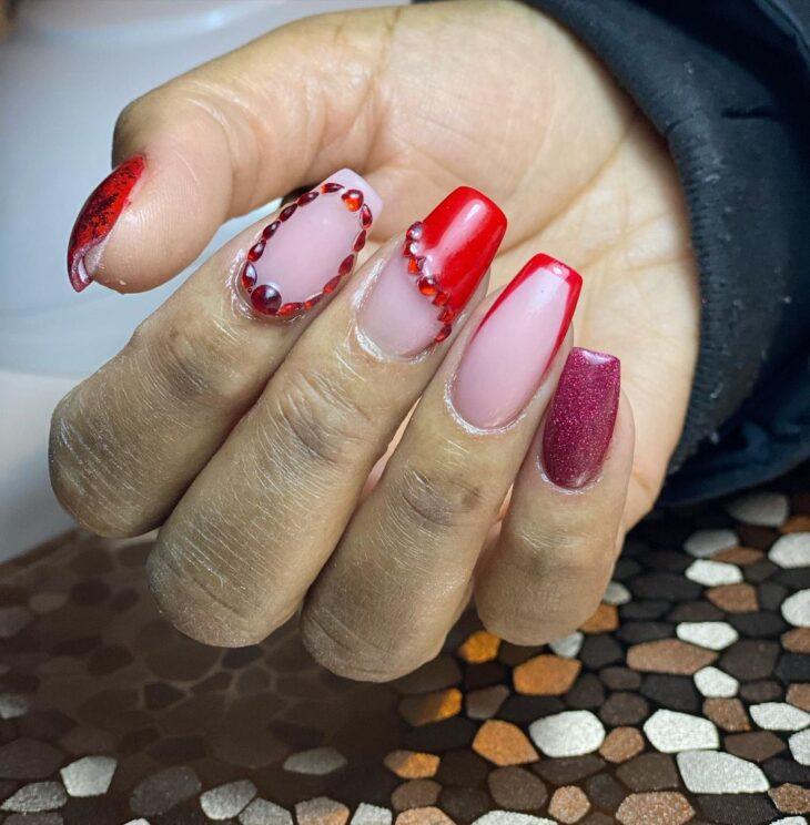 unhas vermelhas com glitter 63